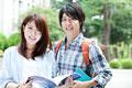 タイトル:微笑む大学生