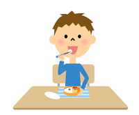 お弁当を食べる男の子