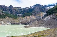 アンデス山脈の黒い氷河