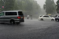 豪雨の交差点