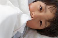 ベッドの中の子ども
