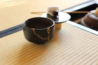 和室:茶釜と楽茶碗(横位置)
