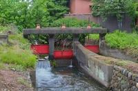 赤い三連水門