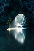 千葉県・濃溝の滝3月・縦位置