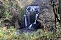 秋の袋田の滝
