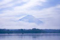 雲間からの富士山