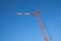 ビル建設現場のタワークレーン