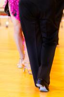 社交ダンスをする足元