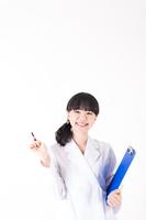 笑顔の女性医療従事者