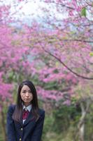 桜と女学生