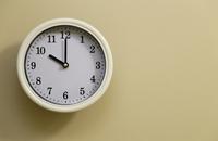 掛け時計の時間が10時
