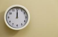掛け時計の時間が12時