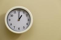 掛け時計の時間が1時