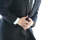 腹痛を催すビジネスウーマン
