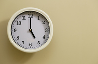 掛け時計の時間が5時