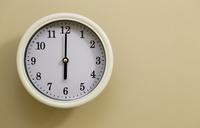 掛け時計の時間が6時