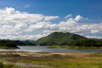 タイ国ペッチャブリー県のケーンクラチャーン・ダム湖の風景