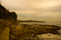 夕暮れの江ノ島岩屋の風景