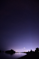 星空と街の光