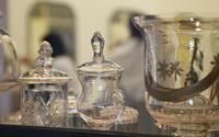 部屋のガラスの食器