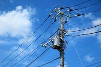 電信柱と電線
