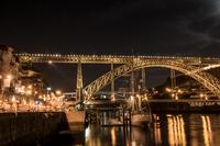 夜のポルト(ポルトガル)の風景