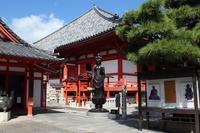 京都 六波羅蜜寺 十一面観音立像と本堂