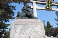 京都 北野天満宮 梅模様の狛犬台座