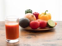 野菜ジュースといろいろな野菜