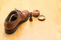シューケアー 靴磨きイメージ