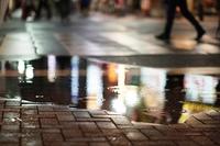 繁華街の水たまり