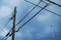 曇り空と電柱