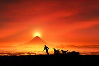 富士山の日の出と親子と犬のシルエット