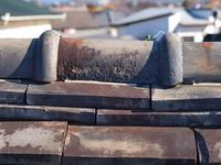 古い日本家屋の瓦屋根