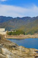 鬼ヶ城の熊野灘と青空