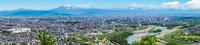 北海道 初夏の旭川の街並みと大雪山連峰