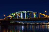 ライトアップの江北橋の夜景