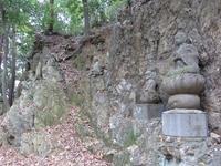 天覧山の十六羅漢像