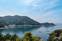 美しい伊根湾と舟屋の風景