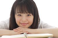 勉強合間の女子高校生