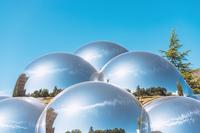 公園の球体オブジェ
