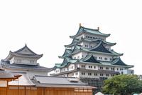 雨の中の名古屋城天守閣