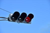 赤色の点灯する交通信号