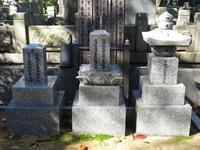谷中霊園にある俳優・長谷川一夫の墓