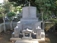 谷中霊園にある日本画家・横山大観の墓