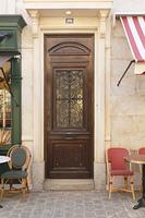 パリのアパルトマンの入口イメージ