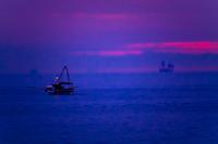 夜明け前の漁船2