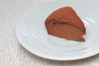 チョコレートケーキを作っているシーン