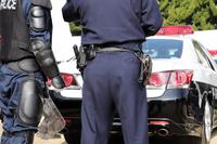 警察官 パトカー
