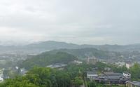 福山城天守からの秋雨の福山市街地の展望